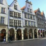 Die Stadthäuser von Münster sind wohl das Vorbild für die beliebten Weihnachtshäuser.